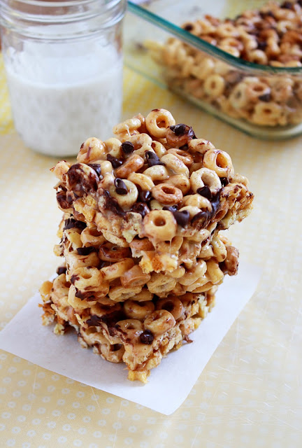 Peanut Butter Cheerio Treats | It Bakes Me Happy