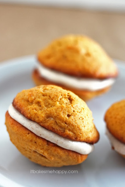 It Bakes Me Happy: Pumpkin Whoopie Pies