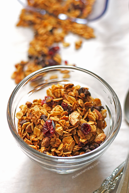 Cranberry Almond Granola | It Bakes Me Happy