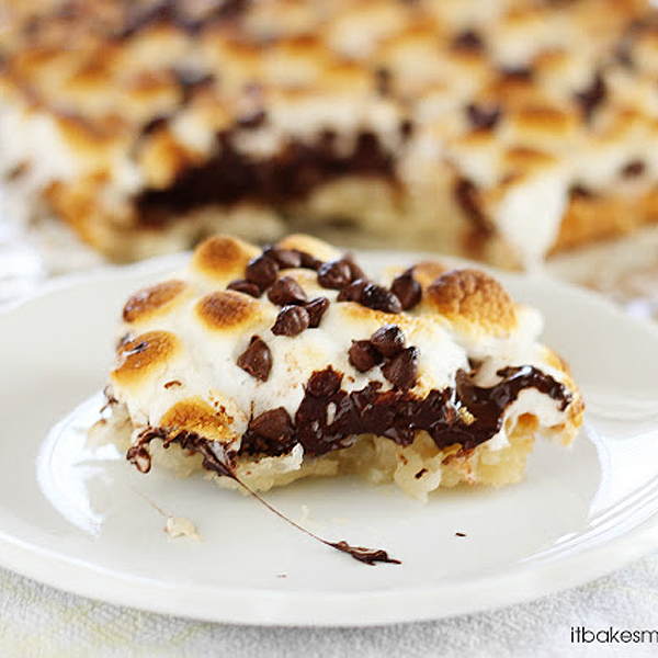 S'mores Macaroon Bars