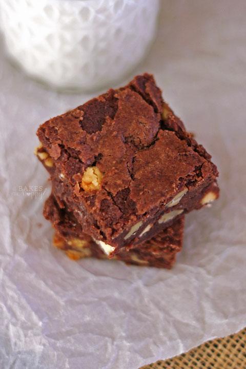 Walnut Fudge Brownies | It Bakes Me Happy