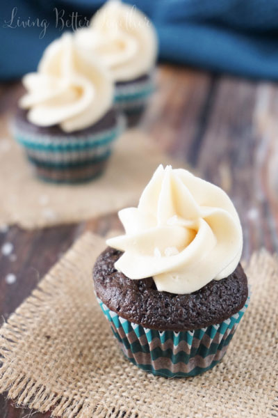 dark-chocolate-caramel-sea-salt-cupcakes