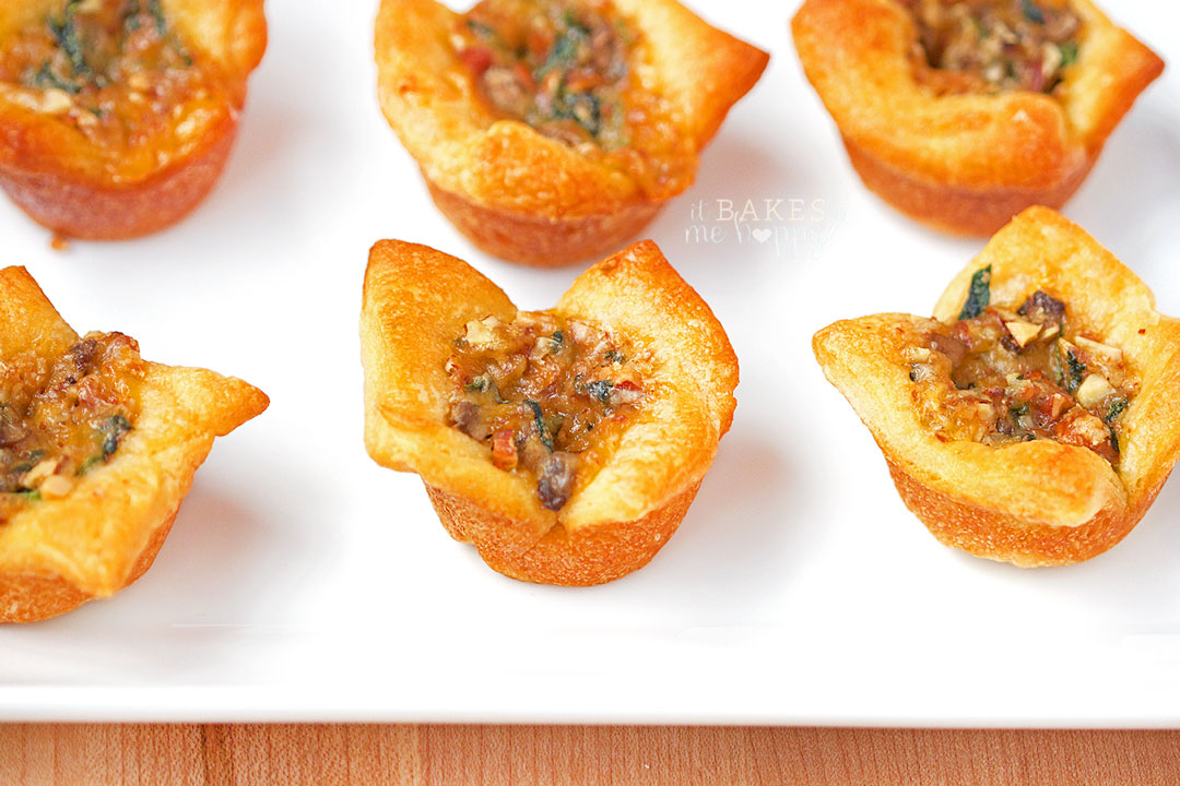 Spinach Almond Cheddar Bites are a quick, delicious appetizer that are perfect for any occasion!