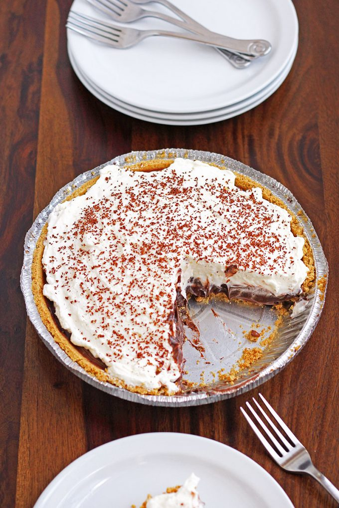 Easy No Bake S'mores Pie is a delicous dessert perfect for for the hot summer months ahead!