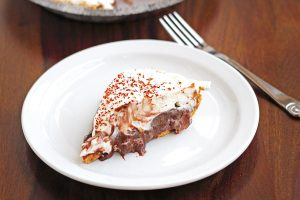 Enjoy a slice of Easy No Bake S'mores Pie