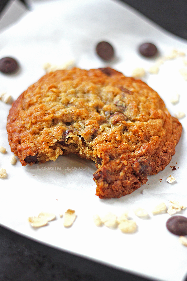 Crispy Chocolate Chip Oatmeal Cookies | It Bakes Me Happy