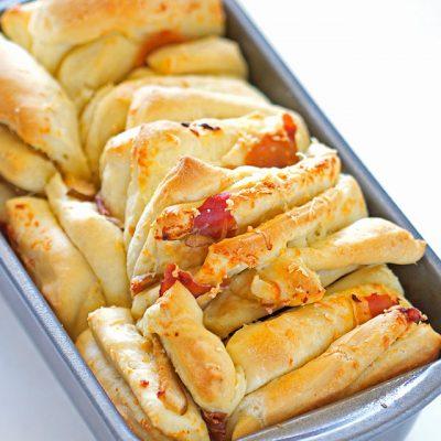 Cheddar Pear Prosciutto Pull-Apart Bread
