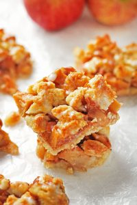 Apple Cinnamon Crumb Bars